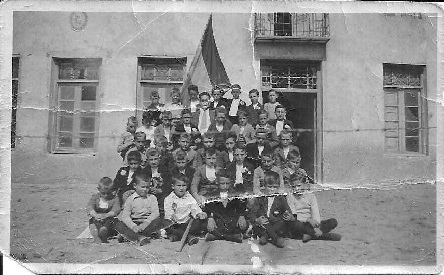 Don Restituto y Alumnos. 1924
